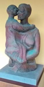 Maternità, pietra sintetica - Maternidad, piedra sintética